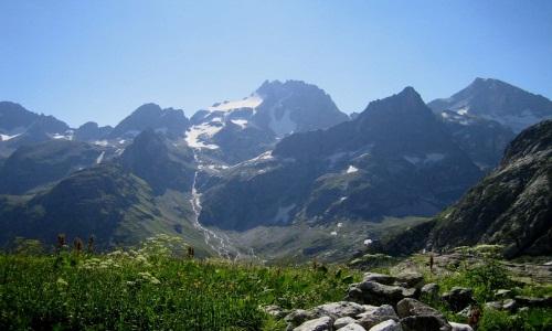 Пройдитесь по склонам Кавказа налегке!